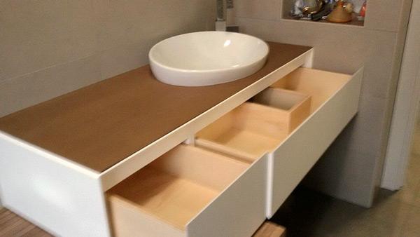 Mobili da bagno su misura best mobile bagno sospeso for Arredo bagno milano aperto domenica